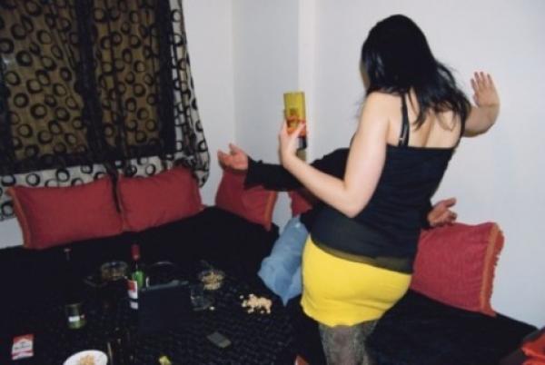 مثير..كولونيل معروف يقفز من نافدة شقة بأكادير خوفا من الفضيحة بعد ليلة ماجنة رفقة فتاة