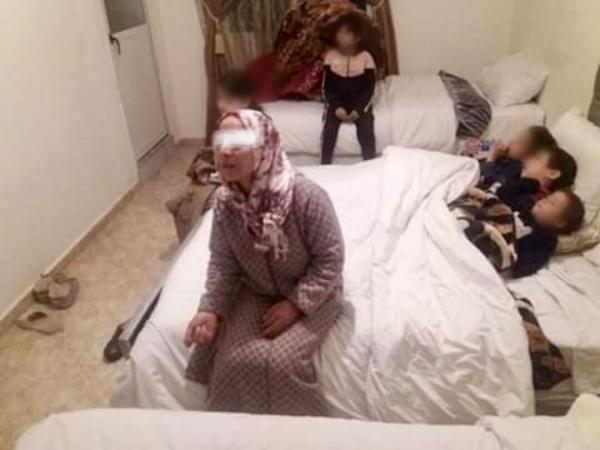 زوجة لاعب مغربي سابق تعلن شراء شقة للمطلقة المطرودة رفقة أبنائها بخريبكة (فيديو)