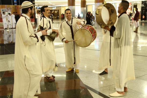 """منصات فعالية """"المغرب في أبوظبي"""" تنبض بعبق التراث المغربي وتعرض بعضاً من فنونه في مراكز التسوق بالإمارات"""