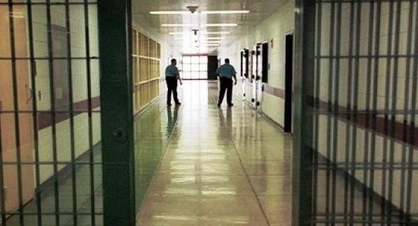 إدارة سجن العرجات 2 تنفي ما تم ترويجه عن معاناة أحد السجناء
