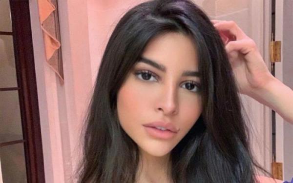 """عارضة الأزياء المغربية """"صوفيا سيموندز"""": """"كيم كارداشيان"""" حاربتني"""