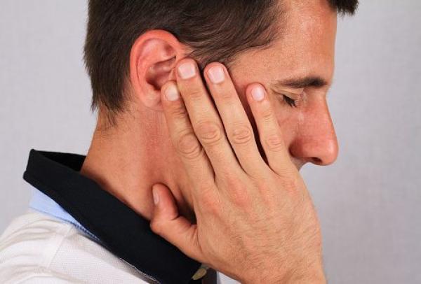 طنين الأذن, صفير الأنف , طقطقة الكتف...ما هي دلالات أصوات الجسم؟