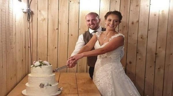 بعد مغادرتهما في رحلة لشهر العسل ... عروسان يكتشفان مفاجأة غير سارة