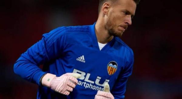 رسميا...برشلونة يضم حارسا جديدا