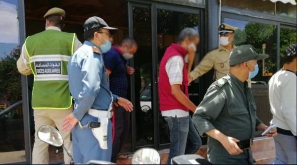 وزارة الداخلية تكثف عمليات مراقبة احترام التدابير الاحترازية وتسجيل آلاف المخالفات وإغلاق عدد من المقاهي