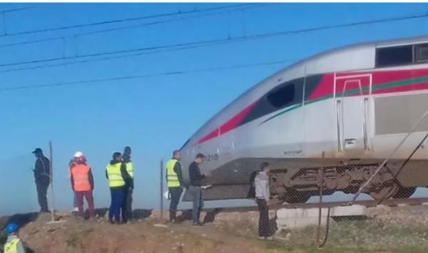"""بالفيديو..قطار """"البراق"""" ينجو من """"فاجعة"""" وها شنو وقع !"""