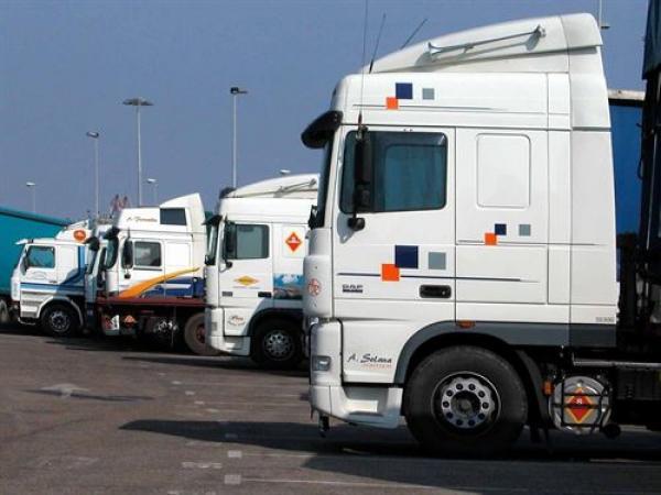 مهنيّو قطاع النّقل الطرقي للبضائع يقررون إلغاء إضرابهم