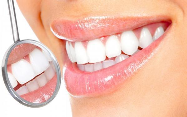 طرق سهلة وفعالة لتبييض الأسنان في بضعة أيام