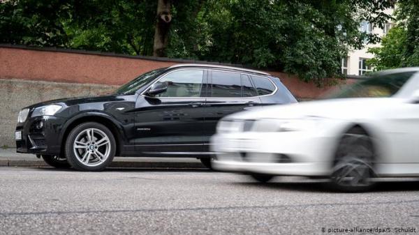معلم سياقة يضحي بسيارته لإنقاذ حياة سائق آخر