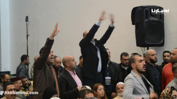 محاصرة رئيس الحكومة بأسئلة محرجة في لقاء بتطوان