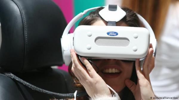 مؤثر..أم تجتمع مع ابنتها الميتة في الواقع الافتراضي