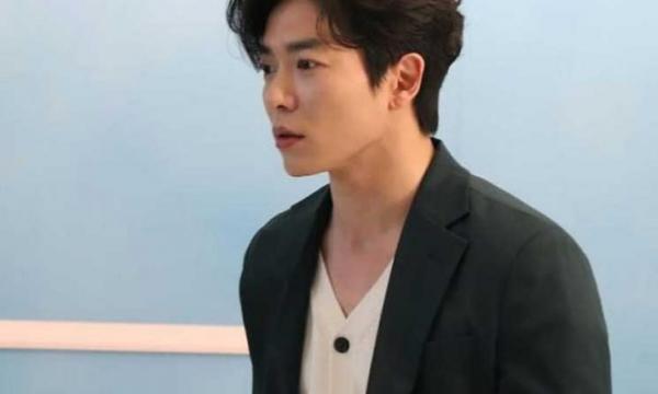 """المغني الكوري الشهير """"كيم جاي"""" يعتنق الإسلام ويعلن عن اسمه الجديد(فيديو)"""
