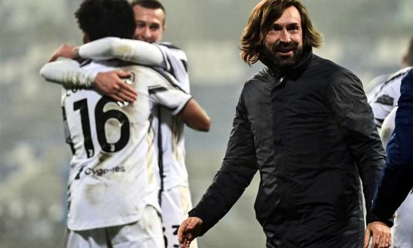 يوفنتوس يهدي لقب كأس السوبر الإيطالية لمدربه بيرلو