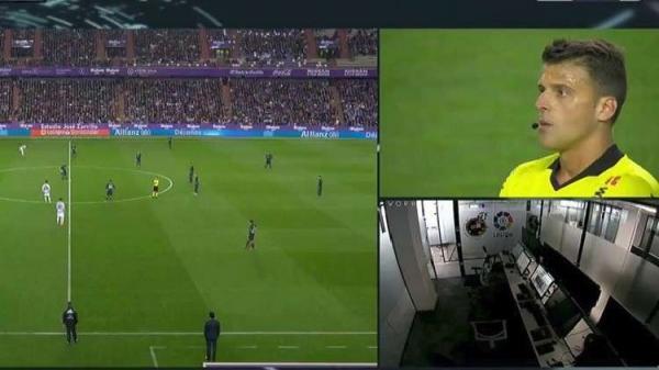 """لا يصدق..الحكم يلغي هدفا في مباراة ريال مدريد بعد الاستعانة بحكام """"الفار"""" الغائبين (فيديو)"""
