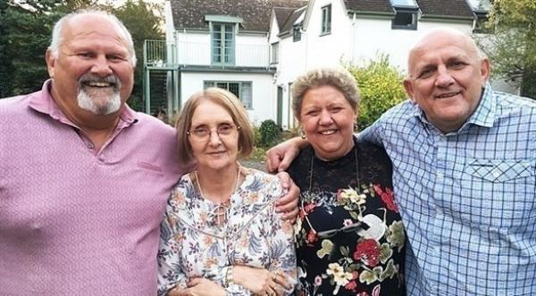 بعد 60 عاماً من البحث عن والدتها .. تكتشف أن لديها 5 أشقاء