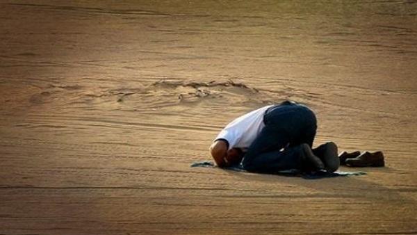 أيهما صحيح.. الصلاة عند سماع الأذان مباشرة أم الانتظار؟!