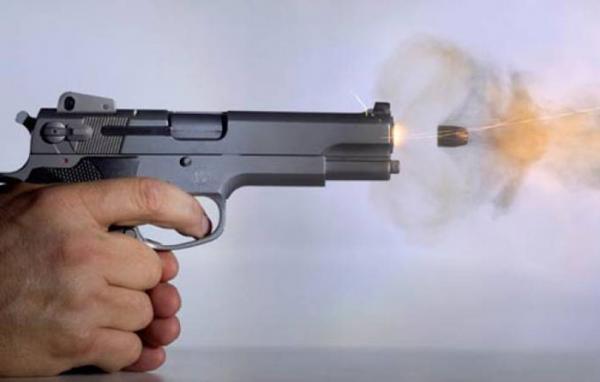 """فاس:الرصاص الحي لتوقيف """"مقرقب"""" هاجم الشرطة بقنينة زجاجية"""