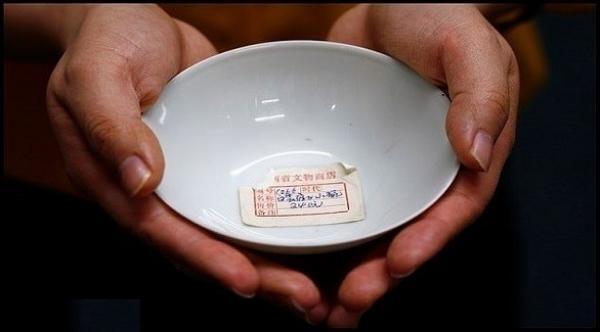 صيني يكتشف أنه اشترى وعاء شاي أثري عمره 300 عام