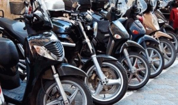 فوضى الدراجات النارية بالقرب من المؤسسات التعليمية