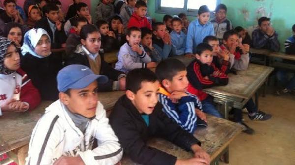 """أستاذ مغربي يدعو للفصل بين الجنسين في المدارس ويصف منتقديه ب""""البعير"""" (صور)"""