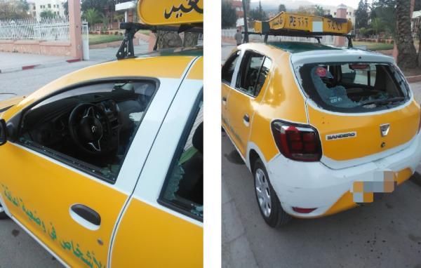 """""""مقرقب"""" يعربد بالشارع ويُكسر بشكل هستيري زجاج سيارات الأجرة الصغيرة والأمن يعتقله"""