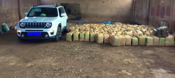 حجز خمسة أطنان و222 كلغ من مخدر الشيرا وتوقيف ثلاثة أشخاص ضمنهم فرنسي من أصول مغربية (صور)