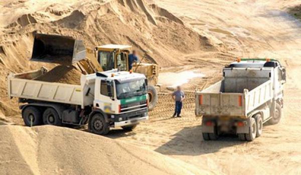 وزارة اعمارة ترفض تجديد ترخيص أكبر شركة لمقالع الرمال بالمغرب