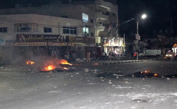 السجائر تتسبب في اندلاع احتجاجات وأعمال عنف غير مسبوقة بالأردن