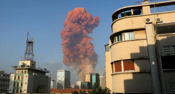 """رئيس الحكومة اللبناني يتعهد بمحاسبة """"المسؤولين عن كارثة"""" انفجار مرفأ بيروت"""