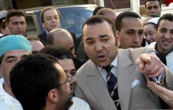 عندما أذرف الملك محمد السادس الدموع خلال زيارة للحسيمة..