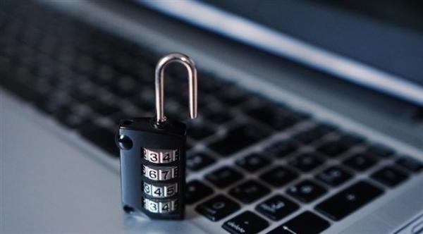 5 إجراءات مهمة لحماية حساباتك على فيس بوك وتويتر