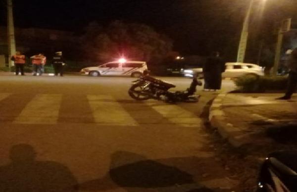 حادثة خطيرة بين c90 وسيارة تقسم الدراجة الى نصفين وترسل شاب وشابة في حالة حرجة للمستعجلات