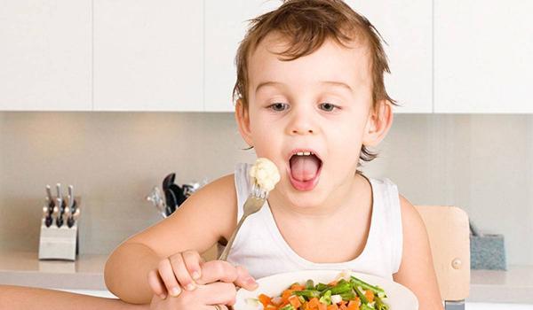 هام لكل أم: لا تسمحي لأطفالك بتناول هذه الأطعمة في فصل الشتاء