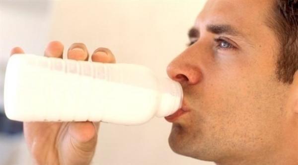 هل الحليب خالي الدسم مصدر جيد للبروتين؟