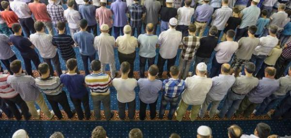"""هل يمكن شرعا إغلاق المساجد وتعطيل صلاة الجمعة بسبب """"كورونا""""؟ اتحاد علماء المسلمين يصدر فتواه"""