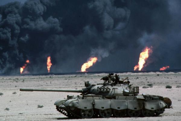 الخليج يقترب من حرب ثالثة مدمرة والسعودية تبدأ استعداداتها العسكرية