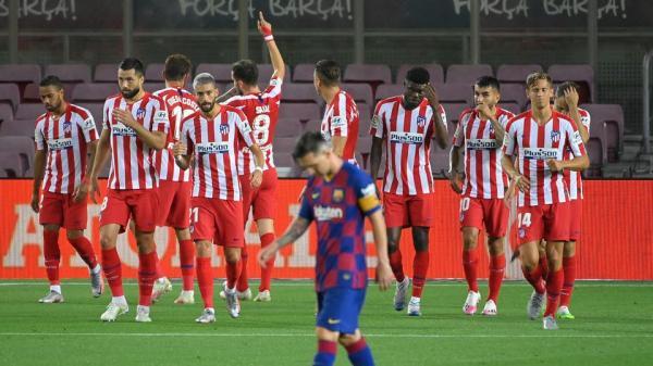أتلتيكو يرغم برشلونة على التعادل ويقرب اللقب من ريال مدريد