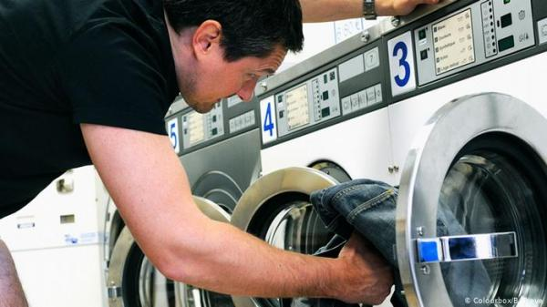 تعرف على فوائد غسل الملابس بالماء البارد