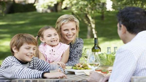 التواصل مع الأطفال في سن مبكرة يطور أدمغتهم