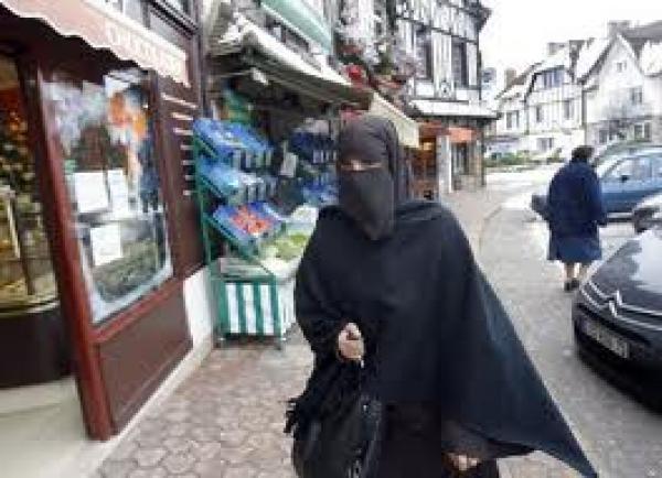 الحكومة الكاتالانية تطرح من جديد موضوع حظر ارتداء النقاب