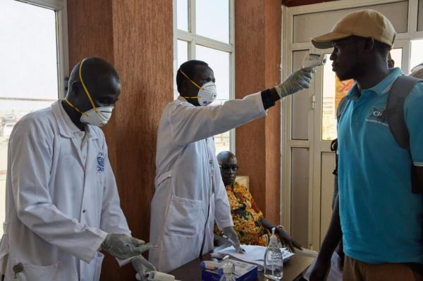 بعد ارتفاع إصابات كورونا.. السودان يعطّل الدراسة بالجامعات والمدارس ويوقف الصلوات الجماعية