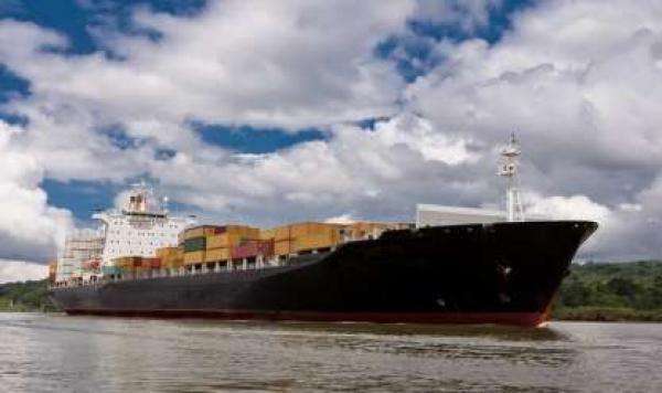 الإمارات : تعرض أربع سفن تجارية لعمليات تخريبية غامضة