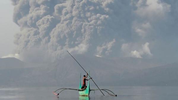 فيديو يحبس الأنفاس لثوران بركان تال بالفلبين