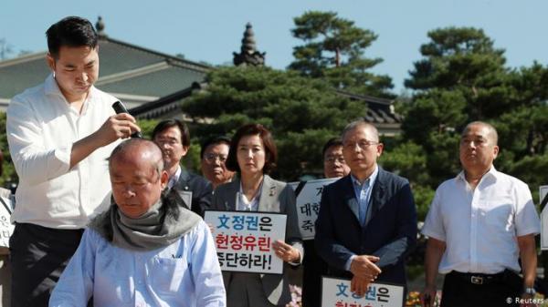 كوريا الجنوبية.. برلمانيون يحتجون بطريقة غريبة ضد وزير العدل