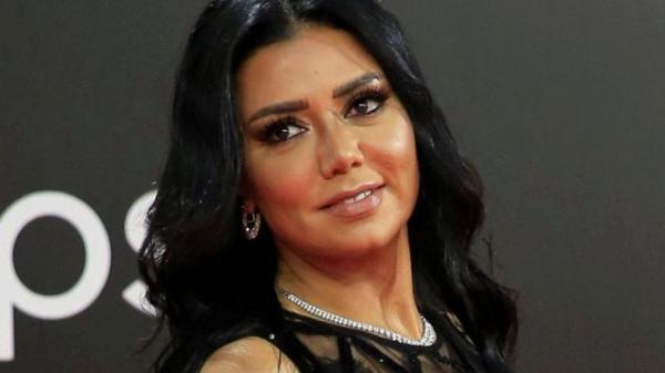 """التحقيق مع الفنانة المصرية """"رانيا يوسف"""" على خلفية فضيحة """"الفستان"""" وهذا ما قررته النيابة العامة في حقها"""