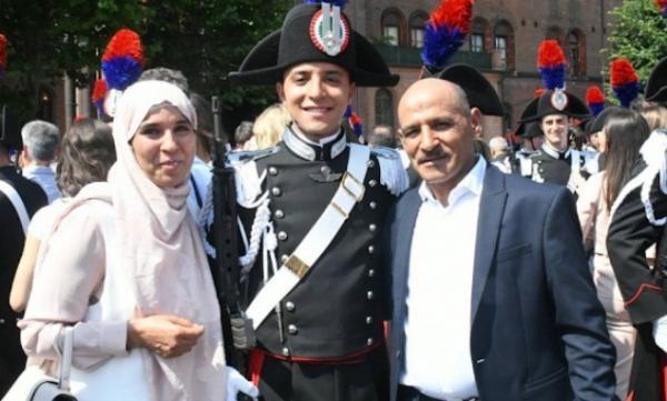 بالصور...شاب مغربي يحقق أمنية والديه ويدخل مدرسة الشرطة الإيطالية