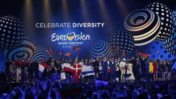 """هذا هو المغربي الذي سيمثل فرنسا في مسابقة """"أوروفيزيون"""" الدولية(الصورة وتفاصيل مفاجئة)"""