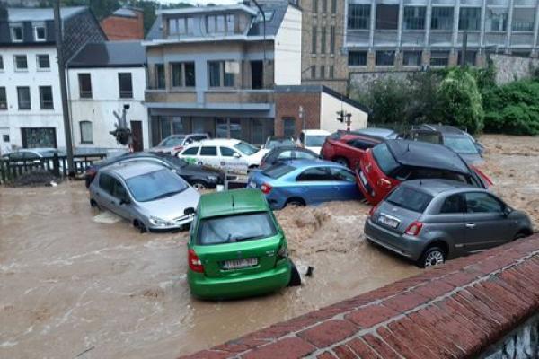 عواصف رعدية قوية تضرب بلجيكا بعد أيام على فيضانات أودت بحياة 36 شخصا
