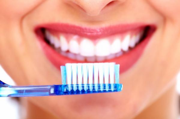 10 أشياء تضر أسنانك لن يخبرك بها طبيبك