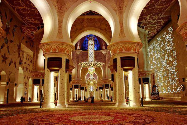 إيواء العجزة والمشردين وإطعام جوعى وأيتام المسلمين أولى أم بناء المساجد بالزخرف والرخام؟